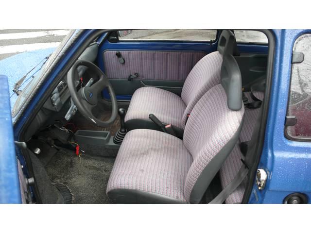 シートにシミはあります、この年代の車では致し方ないかもしれませんね。