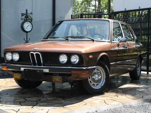 1976年式のBMW520 たいへんめずらしい車です。エンジン・内装ともにBMWらしいつくりの車です。