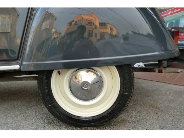 CITROEN 2CV タイヤが覆われたシトロエンらしい部分