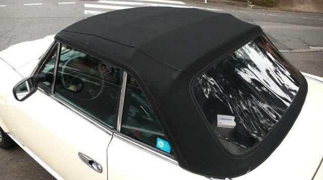 幌は修復張替え済。 まぁ、締めて乗る車じゃないよね、湿度の低い日にオープンで乗る車