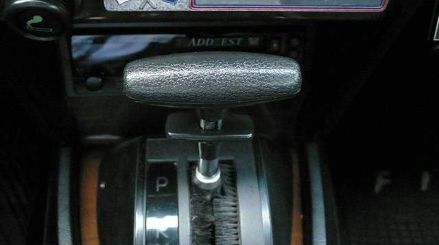 左ハンドルでオートマ。FIAT 124 Spider Pininfarinaでは珍しいかも。シフトノブにもFIATらしさがある