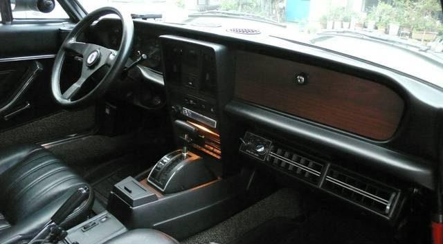 左ハンドルでオートマ。FIAT 124 Spider Pininfarinaでは珍しいかも。